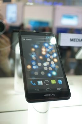 発売されれば人気必至? NECの5インチスマホ「MEDIAS Z」