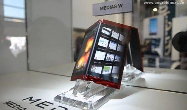 写真は、MWC 2012で発表された「MEDIAS W」