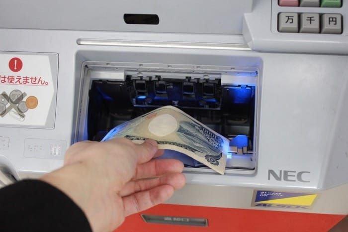 セブン銀行ATMで現金チャージする