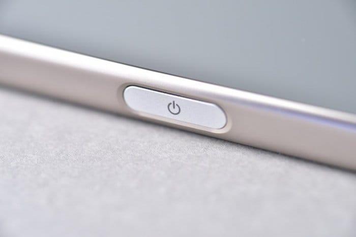 Xperia Z5 Premiumの電源ボタン