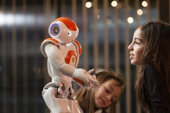 ソフトバンク、ロボット事業に参入