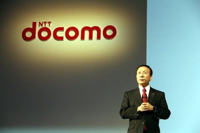 ドコモ加藤社長「ガラケーを持つなら、スマホやタブレットと2台持ちしてもらえると大変ありがたい」 dマーケットに注力