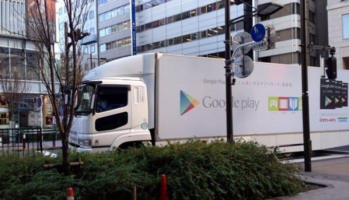 Google、秋葉原でアドトラックを走らせる