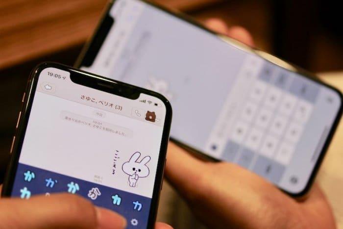 iPhone版LINEなら「複数人トーク」か「スタンプのプレゼント」