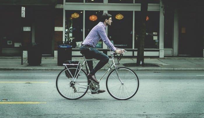 自転車で移動中