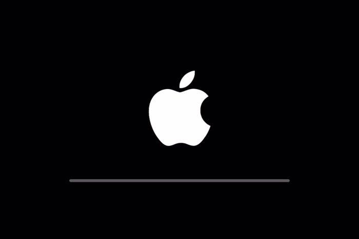 iPhone初期化中の画面
