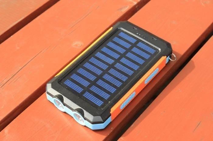 ソーラー式モバイルバッテリー