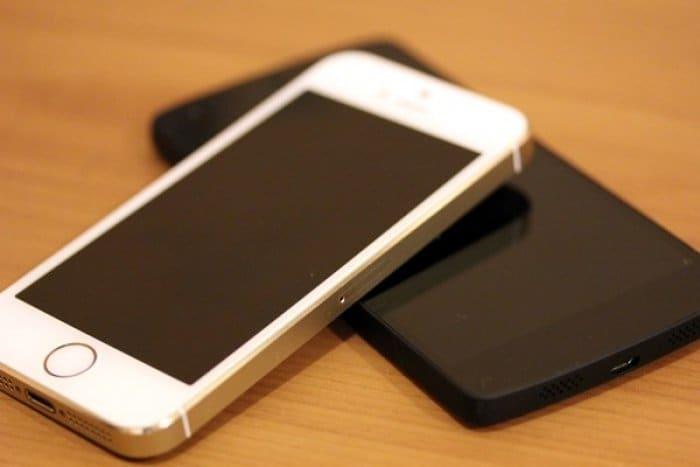 スマートフォン Nexus 5 & iPhone 5s