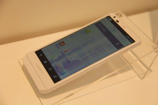 ドコモ「AQUOS PHONE ZETA SH-02E」の発売日は11月29日を予定、事前予約受付は11月22日に開始