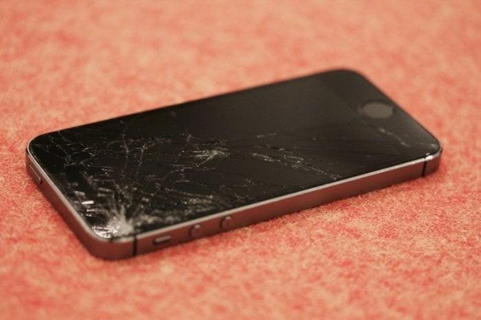iPhone;画面割れ
