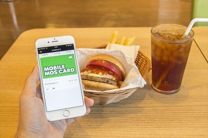 スマホだけでモスバーガーを事前注文・支払い、「モバイルモスカード」とネット注文の使い方
