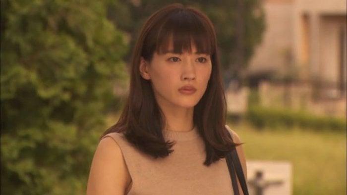 綾瀬はるかのアクションに注目、迫力満点のホームドラマ『奥様は、取り扱い注意』