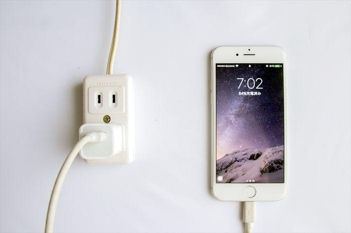 スマホの「急速充電」とは、対応充電器・ケーブル等の選び方とおすすめ製品