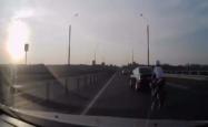 まさに神業、高速道路でのバイク事故の結末がスゴすぎる