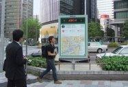 名古屋の歩行者案内板で無料Wi-Fi提供開始、広告で運営