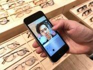 メガネを「JINS」アプリで試着、人工知能による採点で自分に似合うメガネを買う方法