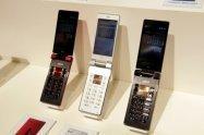 国内メーカーが「ガラケー」を生産終了へ、Android搭載「ガラスマ」に統一