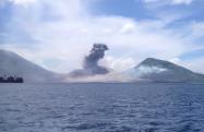 タブルブル山の噴火の瞬間を捉えた動画が話題、爆発音に注意